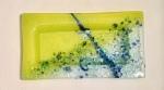 Y encima una pincelada de esmalte de uñas azul plateado