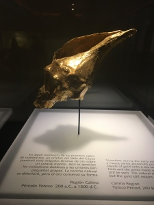 Concha de caracol recubierto de hojas de oro #museodeloro